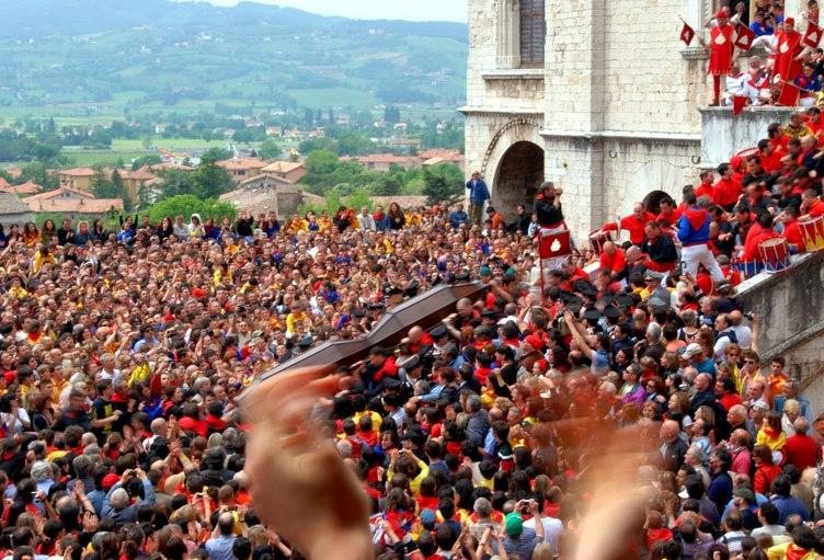 Gubbio-Wachskerzenlauf-Festa-dei-Ceri