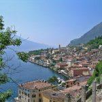 Seen & Outlets: Landschaftlich schöne Reiseroute mit Luxus-Shopping in Italien