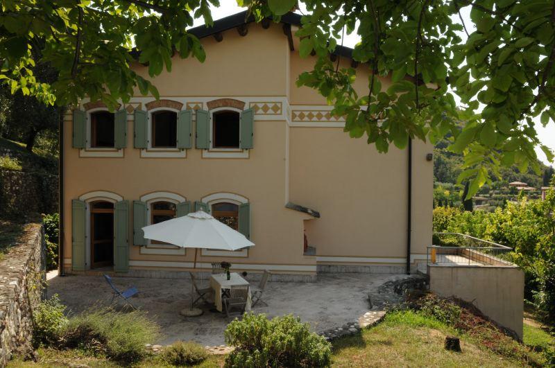 Ca cantoni garda lago di garda ferienvillen ville in for Ville in italia