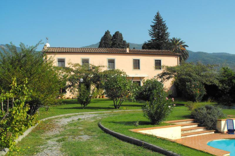 Villa limonaia villen in segromigno in monte zu for Ville in italia